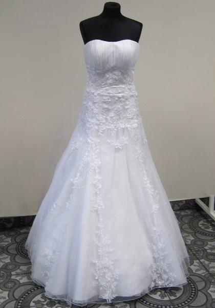6baf3d42554a Svatební salon Bonetka Otrokovice - Zlín - šaty